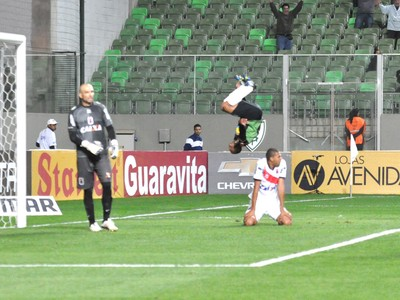 Vitor Hugo América-mg e Parana (Foto: Divulgação / AFC)