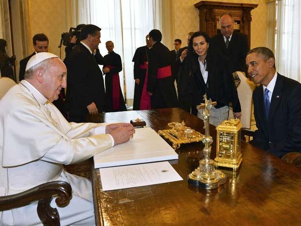Pela primeira vez desde que foi eleito pontífice, Papa Francisco recebe o presidente dos Estados Unidos, Barack Obama, no Vaticano (Foto: REUTERS/Gabriel Bouys)