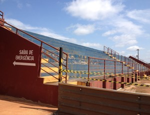 Arquibancada do estádio João Saldanha, em Guajará-Mirim (Foto: Junior Freitas)