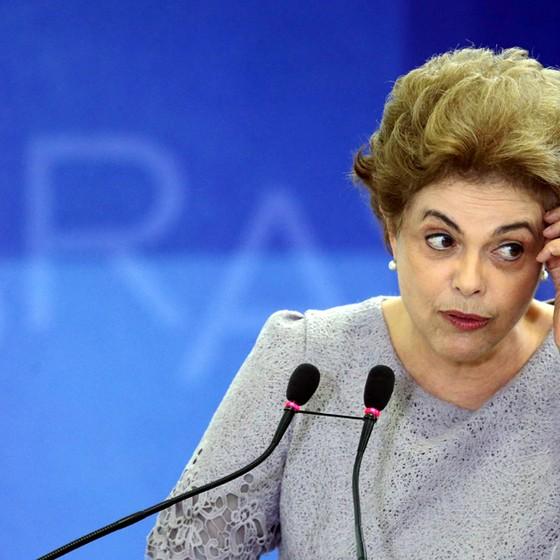 Presidente Dilma Rousseff participa de Encontro com Juristas pela Legalidade e em Defesa da Democracia no Palácio do Planalto (Foto: Eraldo Peres/AP)