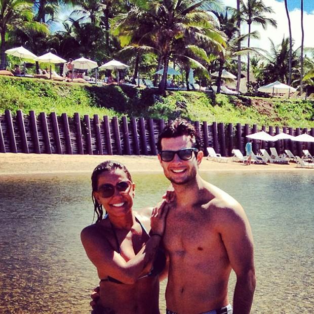 Lia Khey e o namorado (Foto: Instagram / Reprodução)