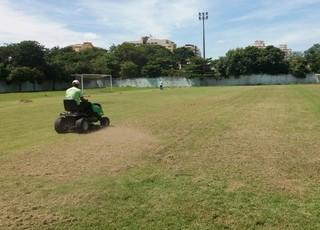 Gramado recebe cuidados para virar um tapete para o Carioca (Foto: Divulgação/Prefeitura de Resende)