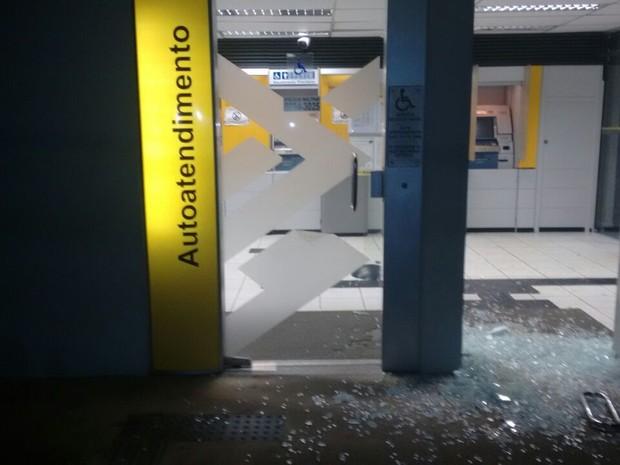 Explosão agência de Belém de Maria (Foto: Divulgação/Polícia Militar)