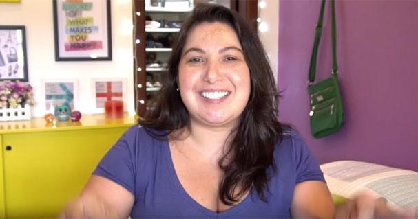 De cara lavada (e linda!), Mari conta verdades que é sempre bom ouvir  (Foto: Reprodução Youtube)