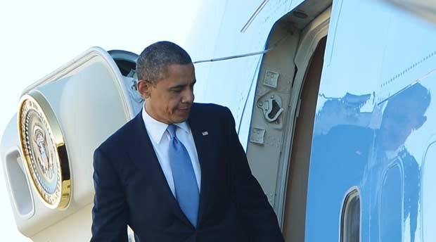 O presidente dos EUA, Barack Obama, embarca nesta segunda-feira (29) em Orlando, na Flórida, rumo à Casa Branca (Foto: AFP)