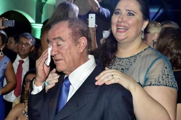 Renato Aragão se emociona durante a valsa da filha debutante (Foto: Roberto Teixeira/EGO)