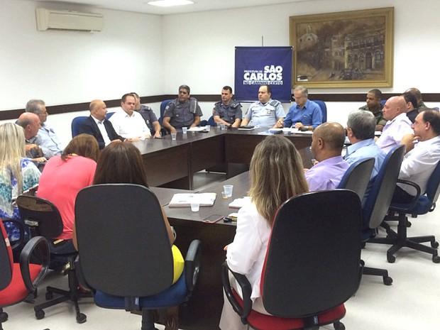Reunião nesta segunda-feira discutiu estratégias de combate em São Carlos (Foto: Thayná Cunha/G1)
