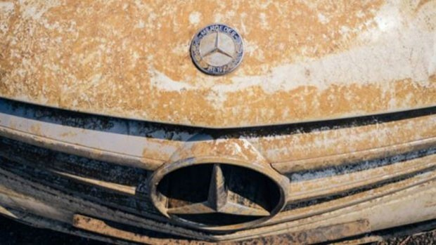 Especialista diz que comprar carros danificados por enchentes é aposta de risco (Foto: BBC)