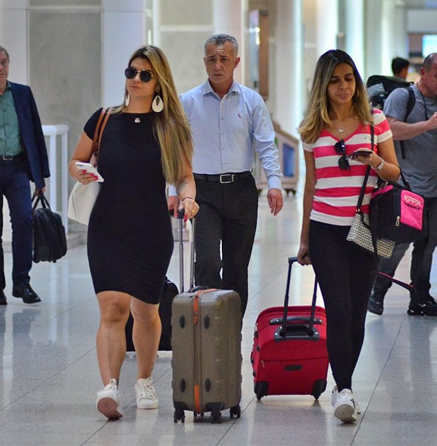 Kelly Key embarca no Aeroporto (Foto: AgNews)