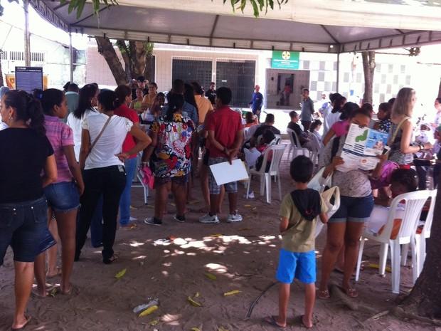 Pessoas retiram carteira de identidade sem burocracia no PI Tv nos Bairros (Foto: Aline Loureiro/ TV Clube)