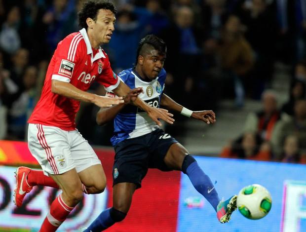 Kelvin gol Porto x Benfica (Foto: Reuters)