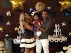 Dentinho mostra festa de aniversário do filho: 'Com roupa de príncipe'