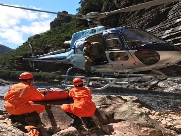 Bombeiros usaram helicóptero durante resgate na Bahia  (Foto: Divulgação / Bombeiros  )