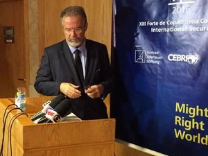 Ministro da Defesa Raul Jungmann durante conferência no Rio  (Foto: Henrique Coelho/G1)