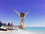Fernanda Pontes posa de biquíni e se diverte em praia de Miami: 'Bom dia'