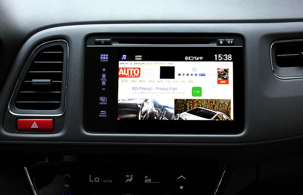 Mirror Link ativado na central multimídia do Honda HR-V (Foto: Gustavo Maffei/Autoesporte)