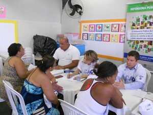 Defensores públicos da União fazem atendimento no Morro do Borel, no Rio (Foto: Divulgação/DPU)