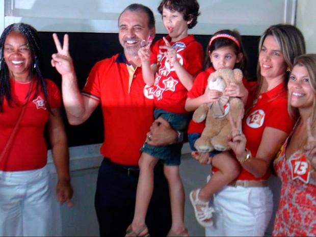 Candidato à prefeitura de Salvador, Pelegrino vai às urnas no 2º turno (Foto: Ruan Melo/ G1)