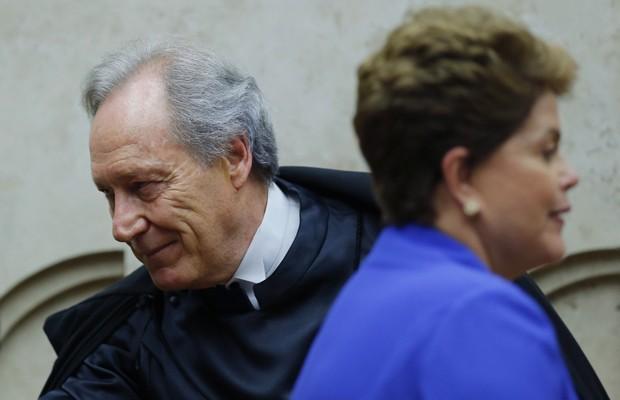 O ministro Ricardo Lewandowski com a presidente Dilma Rousseff durante a cerimônia em que tomou posse como presidente do STF (Foto: Ueslei Marcelino / Reuters)