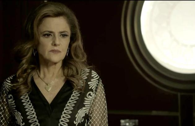Sophia, finalmente, conseguirá o direito de explorar as terras de Clara e vai transformar o local no garimpo (Foto: TV Globo)