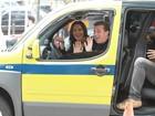 Luciano Huck grava quadro do táxi com Ivete Sangalo