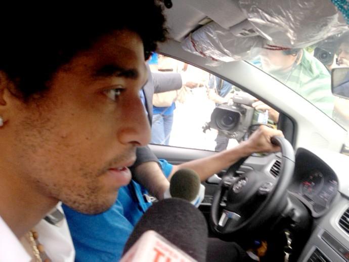 Dante chegada seleção (Foto: Thiago Correia)