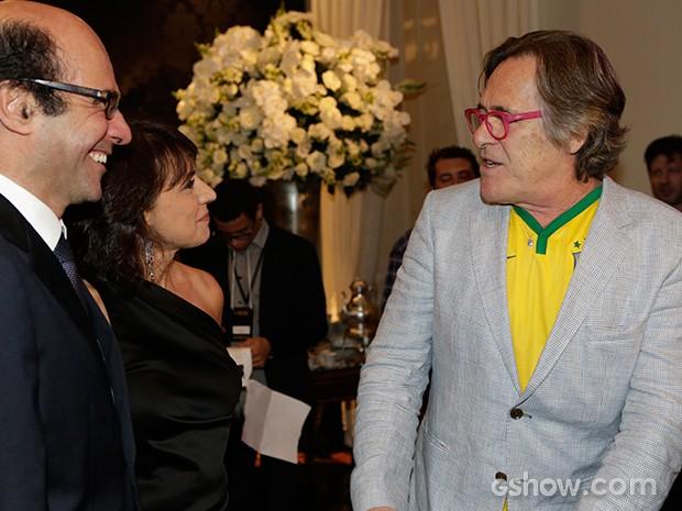 José de Abreu veste camisa do Brasil por baixo do blazer (Foto: Fábio Rocha/TV Globo)