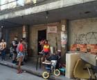 Famílias são retiradas de prédio do INSS (Carolina Sanches/G1)