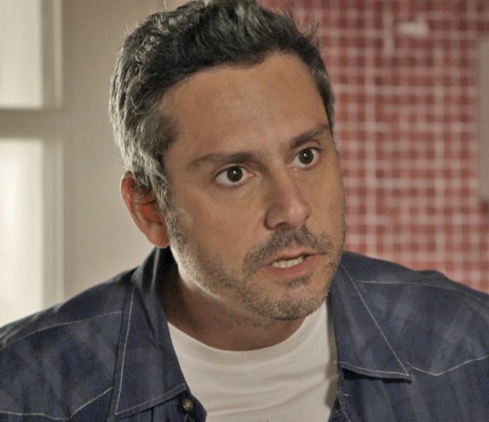 Romero não gosta nada da desconfiança de Tóia (Foto: TV Globo)