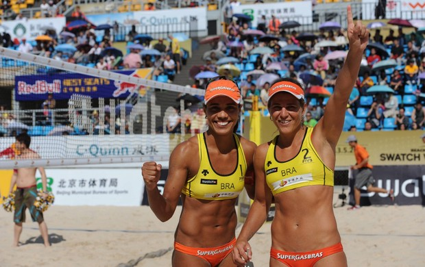 Juliana e Larissa, campeãs em Pequim 2012 (Foto: FIVB / Divulgação)