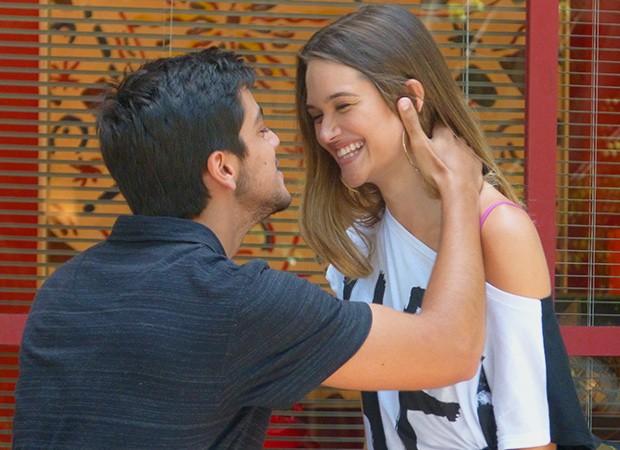 Fatinha namorando Bruno (Foto: TV globo/Malhação)