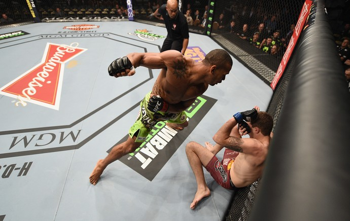 Thiago Marreta x Andy Enz, UFC 183 (Foto: Getty Images)