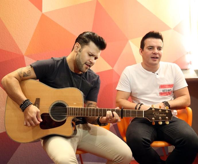 Marcos & Belutti cantam nova versão de hit antes do Altas Horas (Foto: Carol Caminha/Gshow)