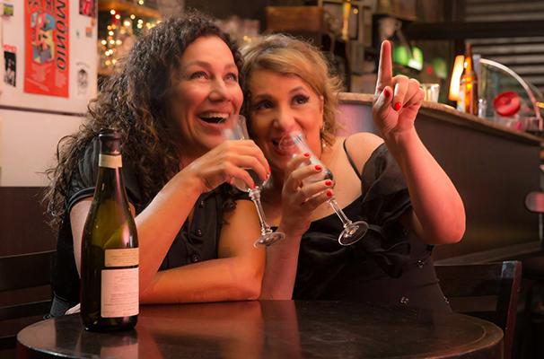 Ester Lacava e Lulu Pavarin vivem duas amigas de meia idade (Foto: João Caldas)