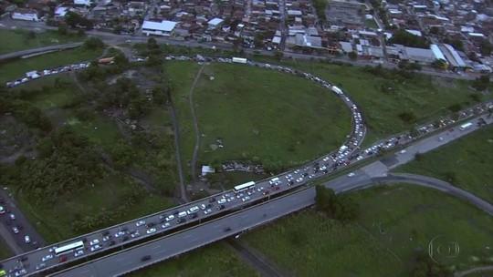 Trânsito é intenso na principal saída do Recife por causa dos festejos juninos no interior