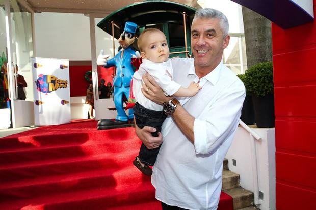 Filho de Ana Hickmann (Foto: Manuela Scarpa e Marcos Ribas/Photo Rio News)
