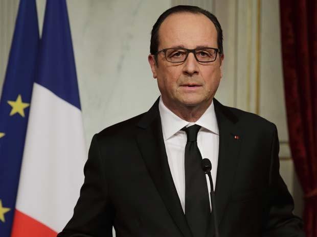 O presidente francês Francois Hollande faz pronunciamento nacional após o atentado à revista 'Charlie Hebdo' nesta quarta-feira (7) em Paris (Foto: Reuters/Philippe Wojazer)