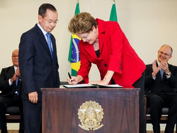 Dilma empossa Paulo Sérgio Passos no comando do Ministério dos Transportes (Foto: Roberto Stuckert Filho/PR)