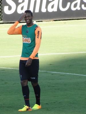 Jô treino Atlético-MG (Foto: Léo Simonini)