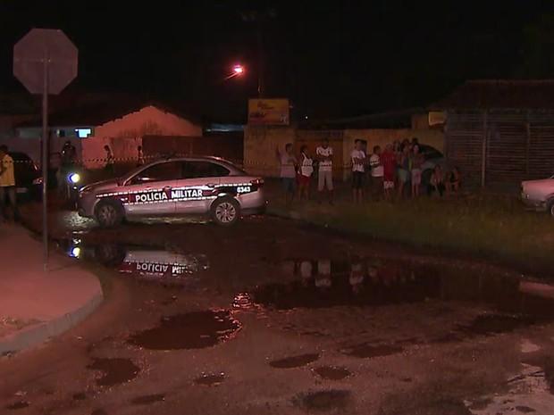 Vítima estava na garupa da moto do pai quando foi morto com um tiro (Foto: Reprodução/TV Cabo Branco)