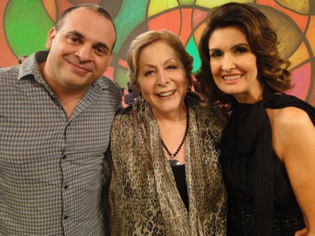 Aracy Balabanian posa para foto ao lado de Fabrício Mambert e Fátima Bernardes (Foto: Encontro com Fátima Bernardes/ TV Globo)