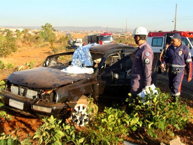 Quatro pessoas morreram na manhã deste sábado em um acidente em Montes Claros, no Norte de Minas (Foto: Divulgação / Corpo de Bombeiros)