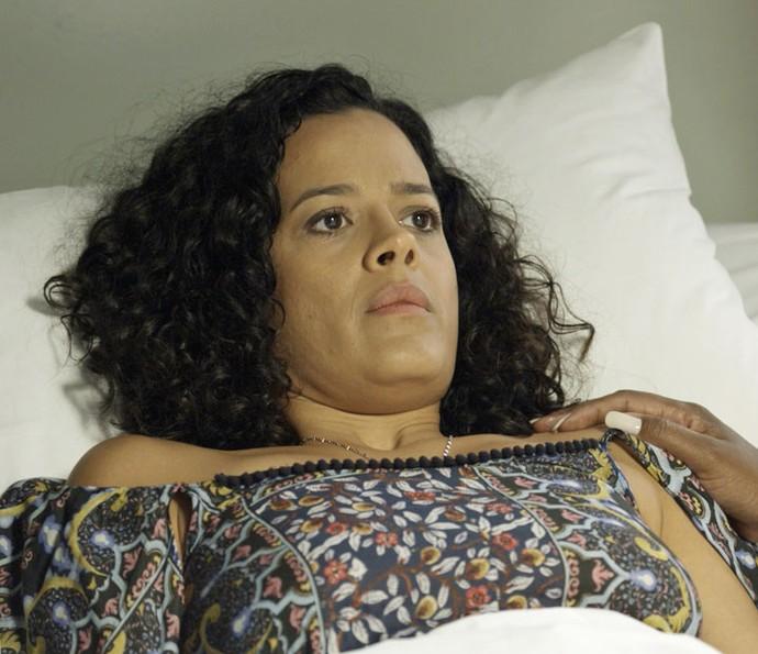 Domingas descobre que está grávida (Foto: TV Globo)