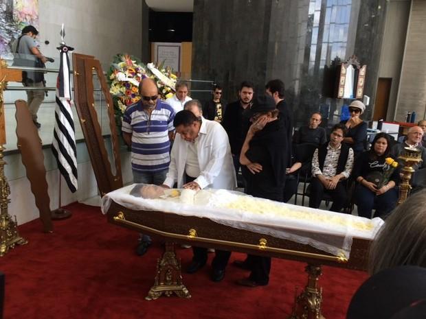Agnaldo Timóteo chega ao velório de Cauby Peixoto (Foto: Cauê Muraro/G1)