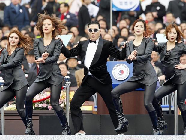 Rapper Psy cantou o hit 'Gangnam Style' na posse da presidente da Coreia do Sul (Foto: Kim Hong-Ji/Reuters)