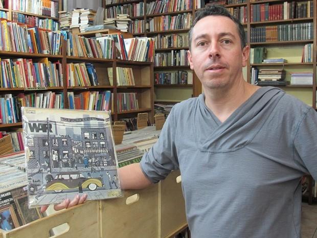 Carlos José voltou a vender discos de vinil em seu sebo nos Jardins. (Foto: Leonardo Neiva/G1)