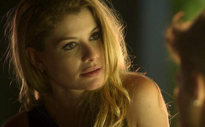 Diana fica surpresa com reação de Léo (Foto: TV Globo)