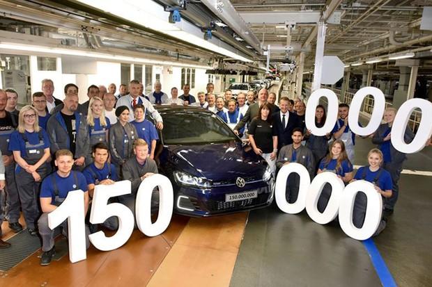 Golf GTE representou o marco de 150 milhões de Volks produzidos mundo afora (Foto: Divulgação)