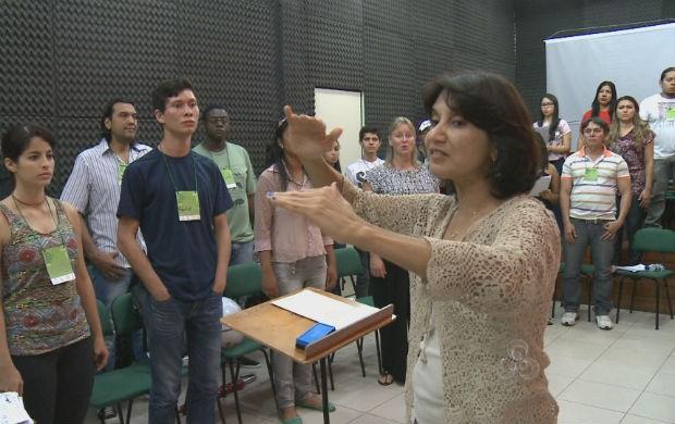 Profissionais na aula de canto (Foto: Reprodução/TV Amapá)