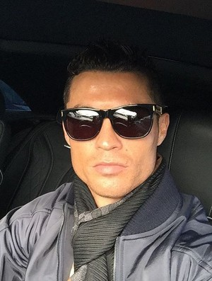 BLOG: Estilo Cristiano Ronaldo: atacante posa para selfie depois de treino